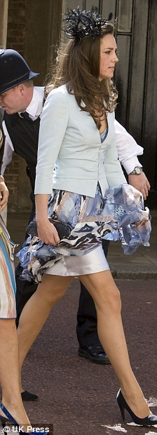 kate middleton and william wedding. Kate-Middleton-wedding-dress-