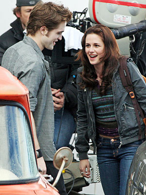 edward_and_bella_new_moon.jpg