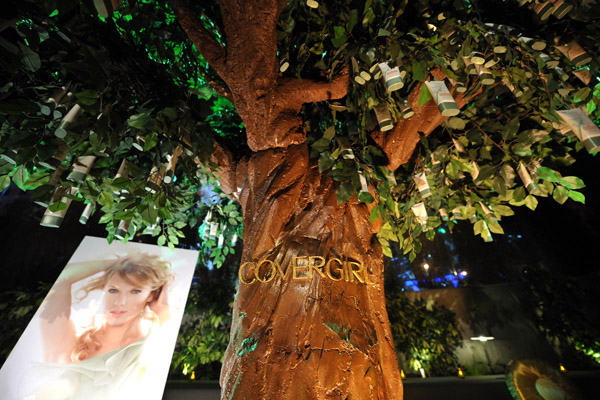 Cover-Girl-Nature-Luxe-foundation-tree