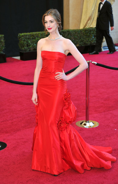 Anne-Hathaway-Academy-Awards-fashion-beauty