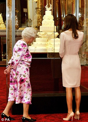 Kate and the Queen wedding cake