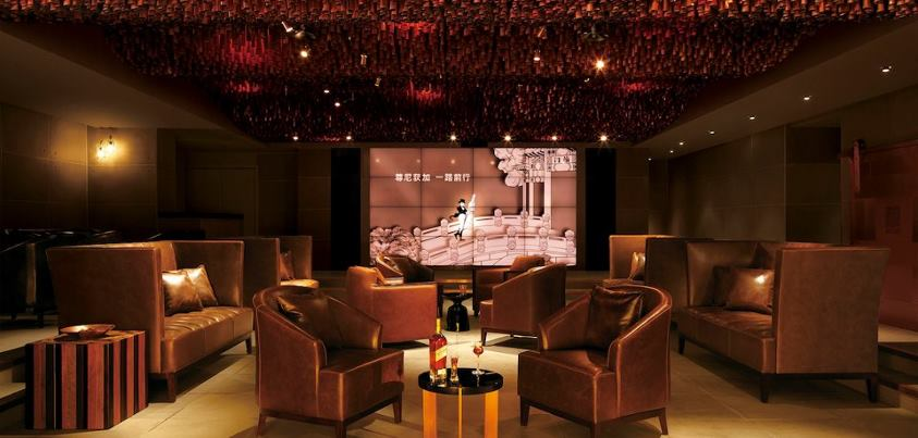 Johnnie-Walker-Distillery-Bar-Beijing