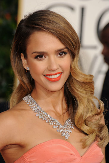 Jessica Alba wearing Hourglass Opaque Rouge Liquid Lipstick in Riviera at the Golden Globes
