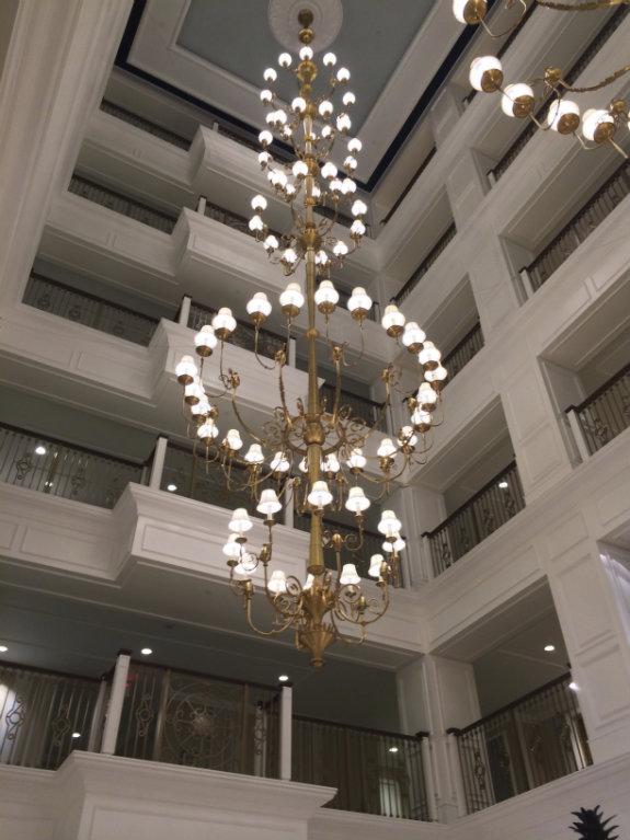 Disney-Grand-Floridian-chandelier