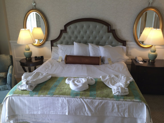 The-Villas-at-Grand-Floridian-Disney-bedroom