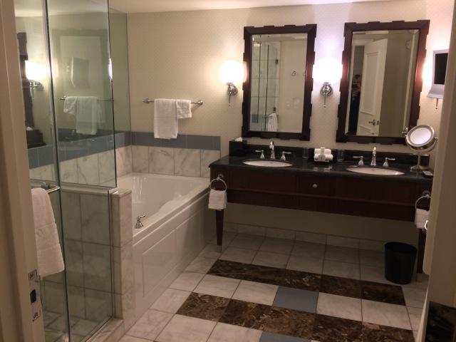 Caesars-Vegas-Augustus-Tower-bathroom