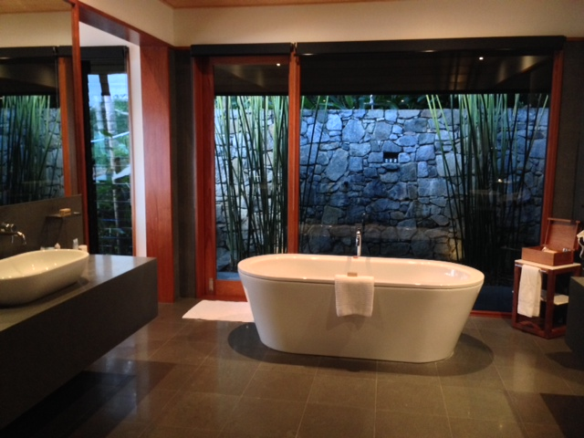 Qualia-Beach-House-bathroom