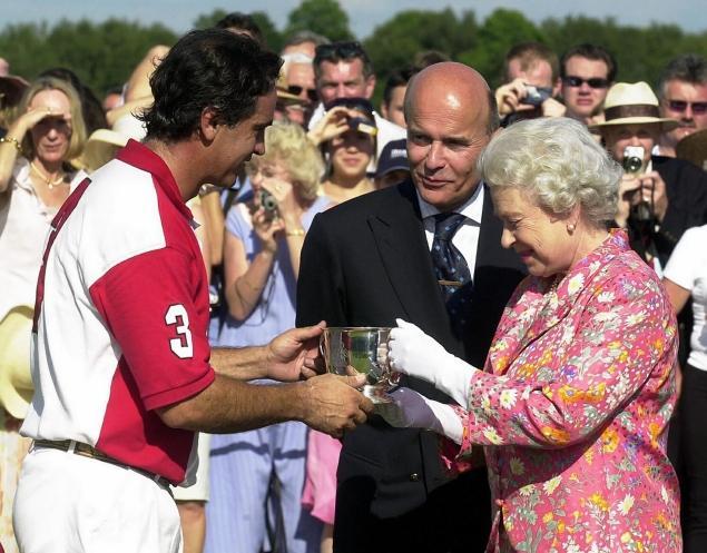 Carlos-Gracida-the-Queen