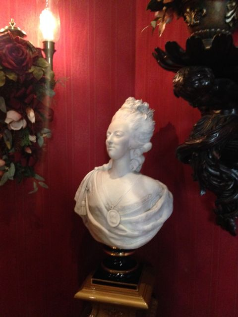 Club-33-Disneyland-bust