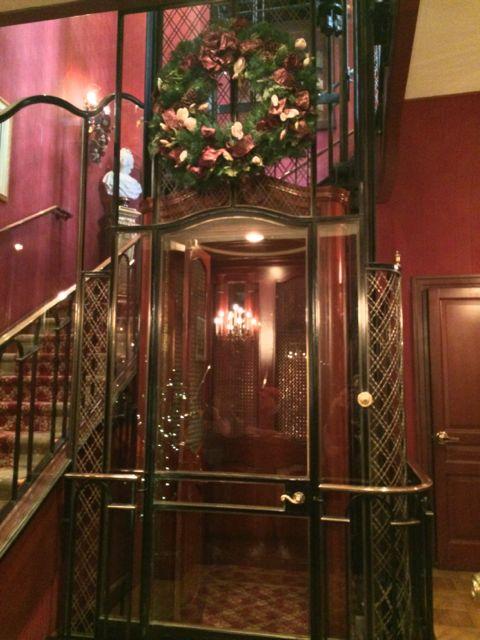 Club-33-Disneyland-elevator