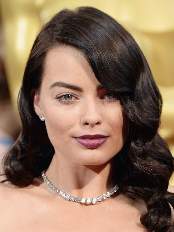 Margot Robbie brunette hair at the 2014 Oscars