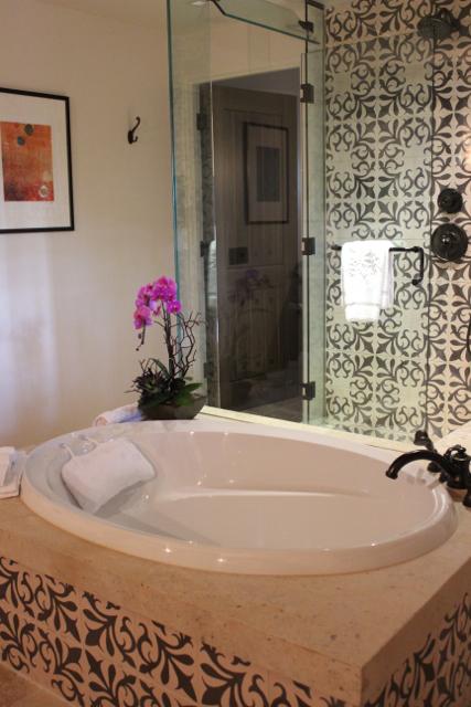 Rancho Valencia bathtub