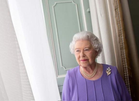 Queen Elizabeth new portrait Scottish photographer Harry Benson